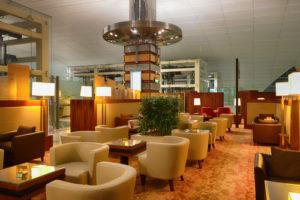 クレジットカードの特典で空港でサポートしてくれるサービス、空港ラウンジは?