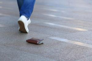 紛失・盗難でクレジットカードが不正利用されたらやるべき2つのこと