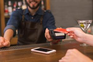海外でクレジットカードを使うときは現地通貨で決済