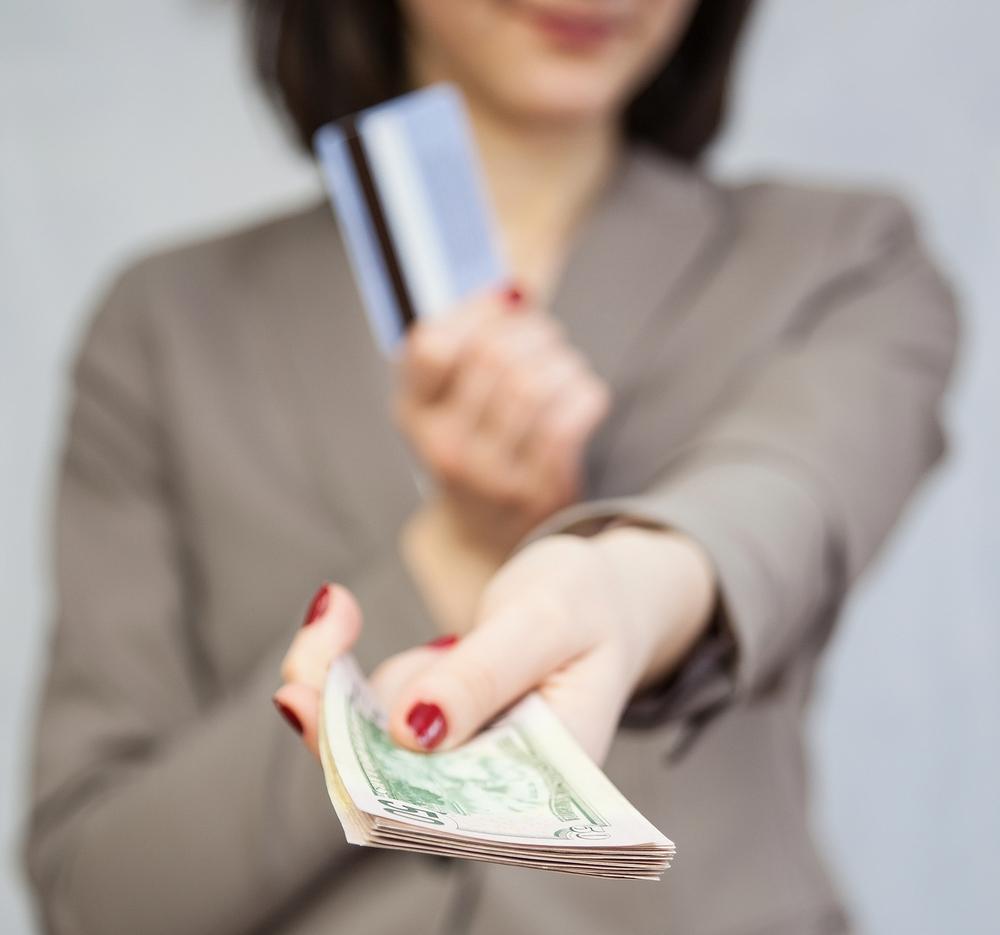 プリペイドカードとは、前払いチャージで支払いできるカード
