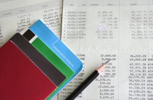 デビットカードは余分な銀行口座が増えてしまい、管理が大変になることはデメリット