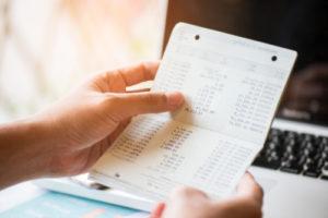 クレジットカードの引き落とし口座は普段の口座に設定しよう。常に一定金額の貯金を保つこと。