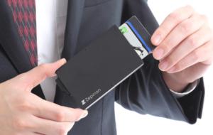 クレジットカードを守る磁気シールドのカードケース