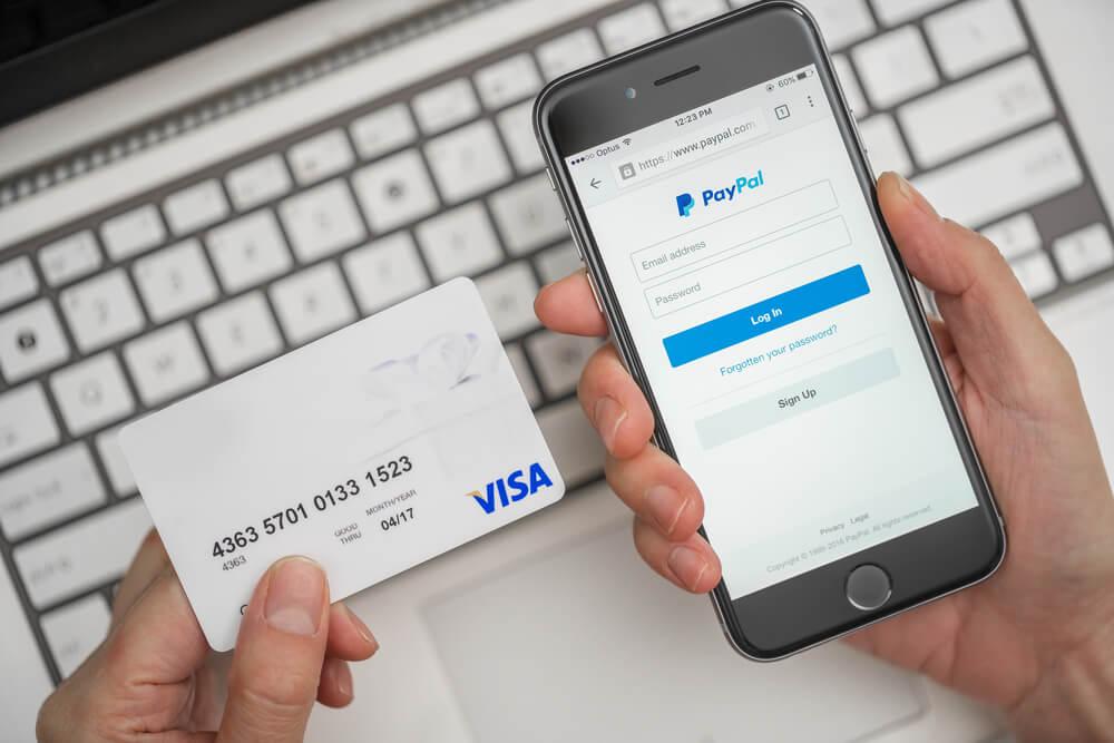 海外通販サイトでよく見る「PayPal」とクレジットカード決済の違いとは?