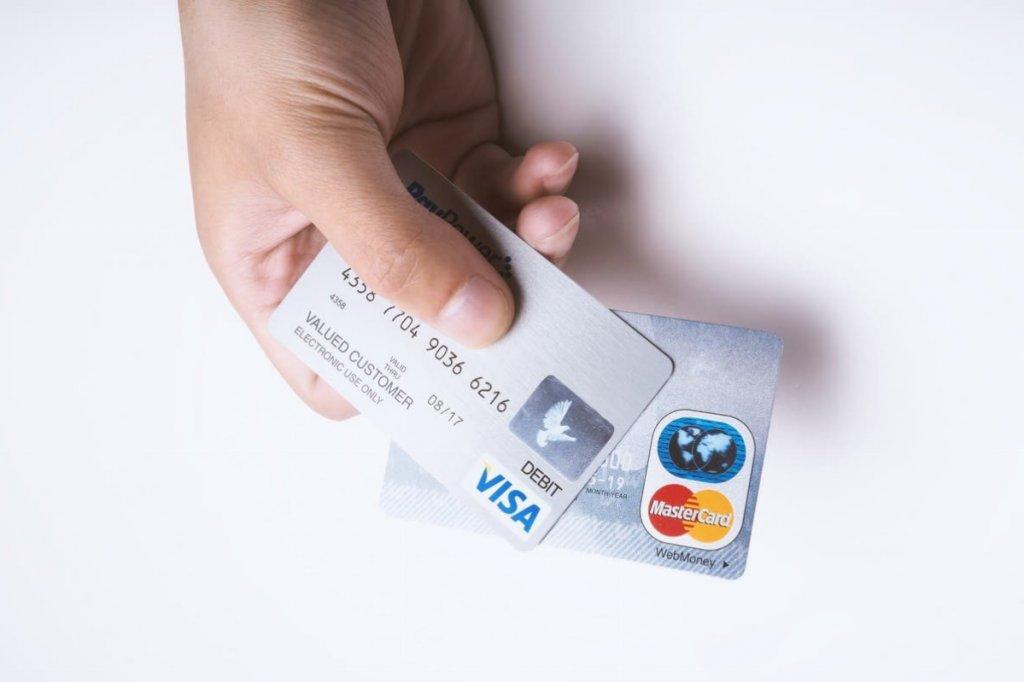 学生の頃からクレジットカードに慣れる