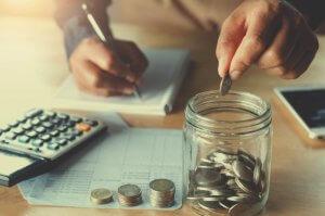 無駄な出費を計算し、徹底的に削る。これが貯金のコツ。