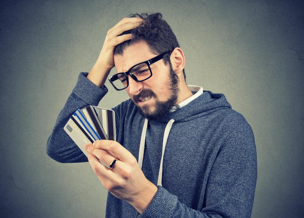 クレジットカードの請求が払えない、引き落としまで現金が間に合わない…そんなとき確認すべきこと・対処法をまとめました。(まずは落ち着いて)