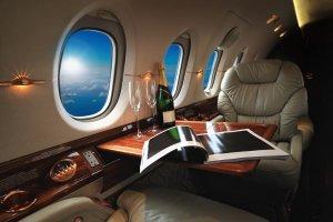 マイルを使って飛行機の座席をビジネスクラスにアップグレード