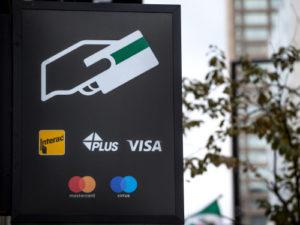 海外キャッシング時、ATMの目印