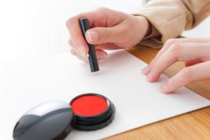 クレジットカードの口座登録で書類に印鑑を押さなければならない場合