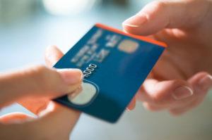 クレジットカードの受け取り方法②店頭・直接受け取りの場合