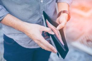 クレジットカード審査と年収の関係性や基礎知識
